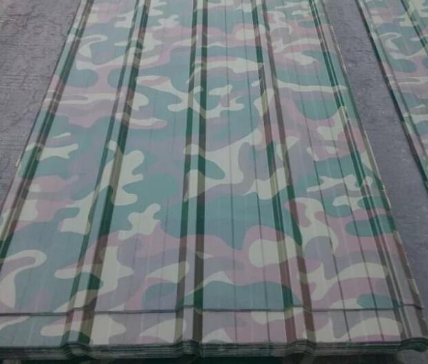 WF-MC1迷彩彩涂卷板,随着现代侦察技术和新材料技术的发展,迷彩又有了新的发展;迷彩彩涂钢板的纹路和颜色接近于绿色,而一些森林和草原等等地区又多以绿色为主,这样就起到了很好的隐蔽的效果! 之前迷彩都是在朴素的迷彩衣上,现在都应用到了彩钢板上,适合用于部队营房,集装箱房屋,野营移动房等! 沃丰金属 8 年专注迷彩彩涂钢板的研发及生产,仿真出色,品种覆盖海陆空,经久耐用不褪色,军用部队首选! 印花钢板断面图  印花钢板生产流程  印花钢板测试标准  印花钢板规格